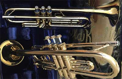 Old-Craftsman-trumpet-T518962.jpg